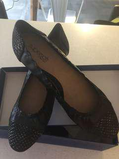 Woman's super leather soft shoes