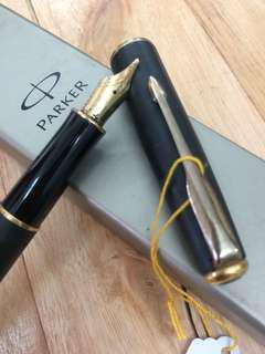 Parker... fountain pen.. gold nib.. B..
