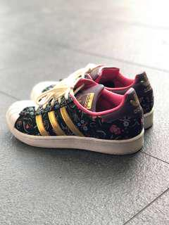 [UK 3.5] Adidas Stan Smith in Floral and Gold