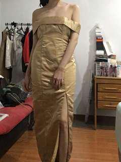 Gold long gown off shoulder slit