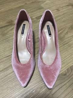 Brand New Stradivarius Block heels size 35