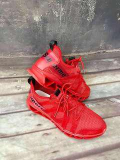 🚚 百搭增高運動休閒鞋(紅)男鞋43號