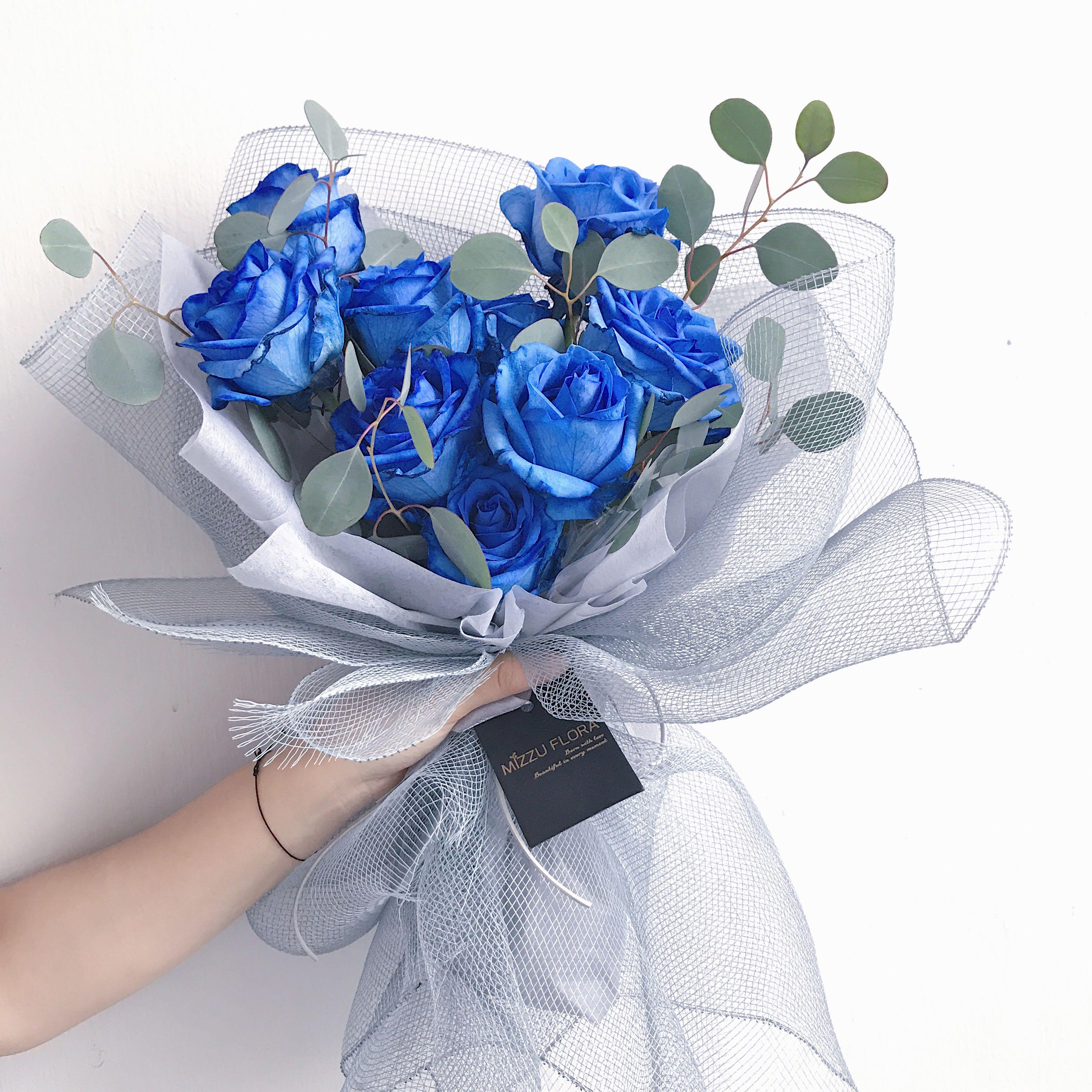 Blue Roses Fresh Flower Bouquet Birthday Flower Women S Fashion Accessories On Carousell