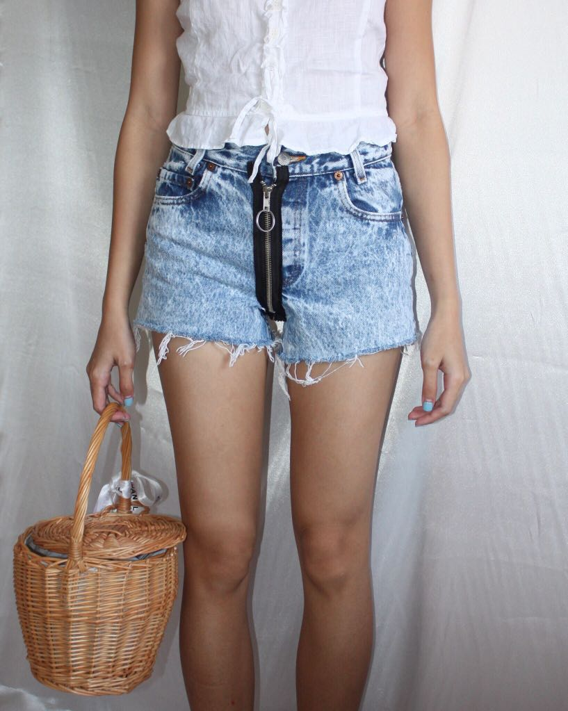 b1cf3da0d0 Vintage Levi's Exposed Zipper Denim Shorts in Acid Wash, Women's ...