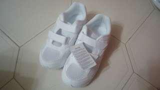 Mizuno白色返學跑鞋