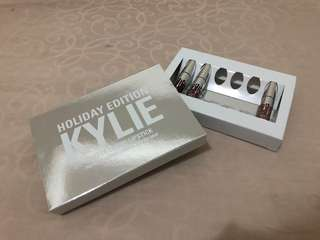 Kylie minis holiday