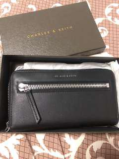 🚚 Charles & Keith sling carry Wallet