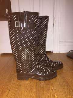 Rain Boots Size 6!