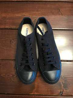 Converse size 7 Women's chuck Taylor all black low cut
