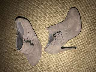 Tan/sand heeled boots