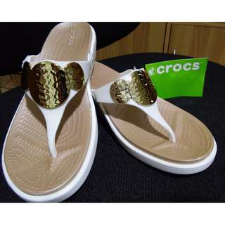 73ded5565 Crocs Chic Embellished Relaxed Fit Sandals Brand New SUPERSALE