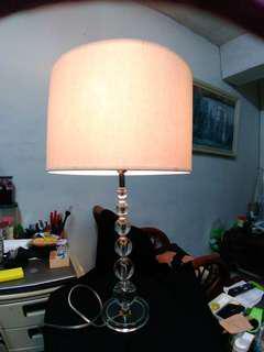 典雅高貴的檯燈