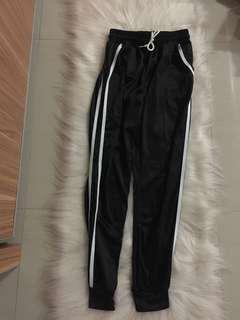 New ya sist, celana jogernya. Beli 175.000. jual rugi aza 100.000