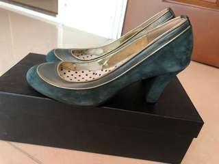 2068 high heels
