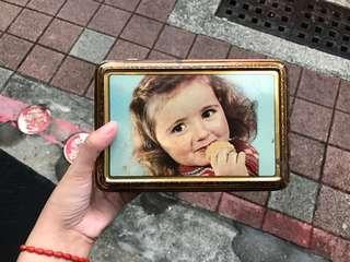 🚚 早期 復古 國外帶回 小女孩吃餅乾鐵盒