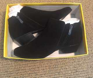 Sportsgirl black suede boots BNWT