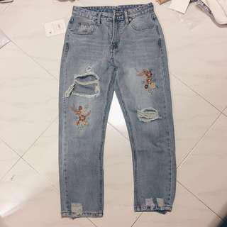 🚚 Ripped Embroidery Boyfriend Jeans