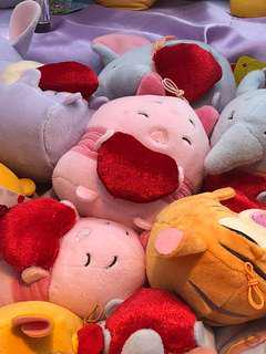Looking For: Piglet with heart (toy claw)