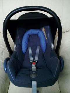 Maxi Cosi Carseat Navy Blue