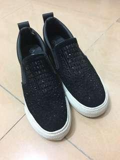 Black shoes (size: 36)