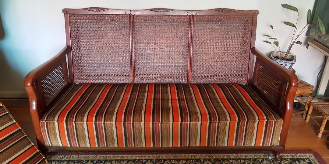 Antique style lounge suite