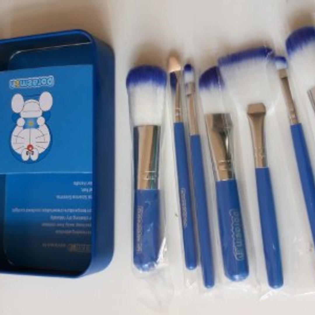 Brush Set Doraemon 7pcs Kesehatan Kecantikan Rias Wajah Di Carousell Kaleng 7 In 1 Make Up Kuas Photo