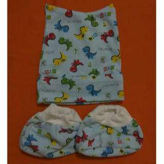 Set topi dan sarung kaki bayi