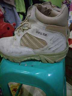 Sepatu delta