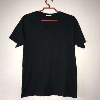 Black V neck tshirt