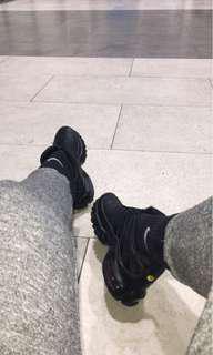 Triple black tns