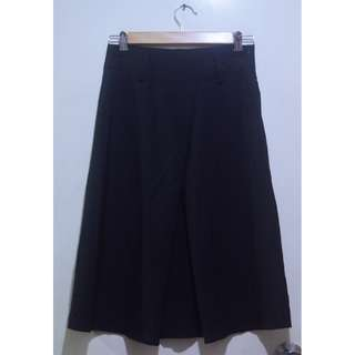 Black Midi Center Pleat Skirt