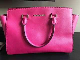MICHAEL KORS selma big pink bag