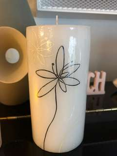 6 inched tall lily pattern candle
