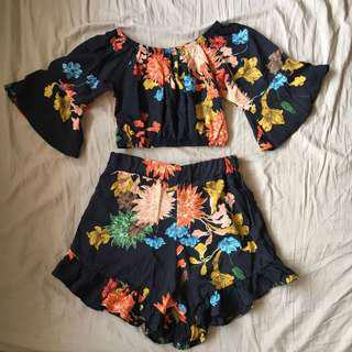 Floral off shoulder and shorts pair • S-M