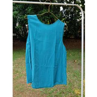 Sleeveless blouse blue