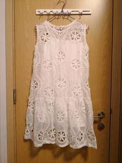 全新白色勾花連身裙