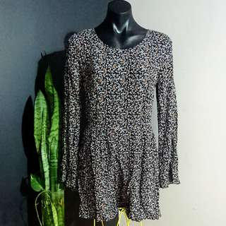 Women's size 10 'SPORTSGIRL' Gorgeous floral print playsuit with V Back - AS NEW