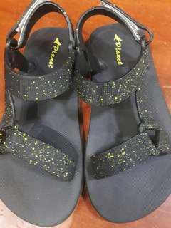 PLanet sandal size 6-7