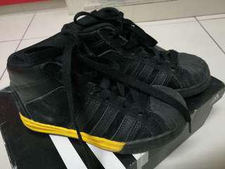 Addidas sport shoes
