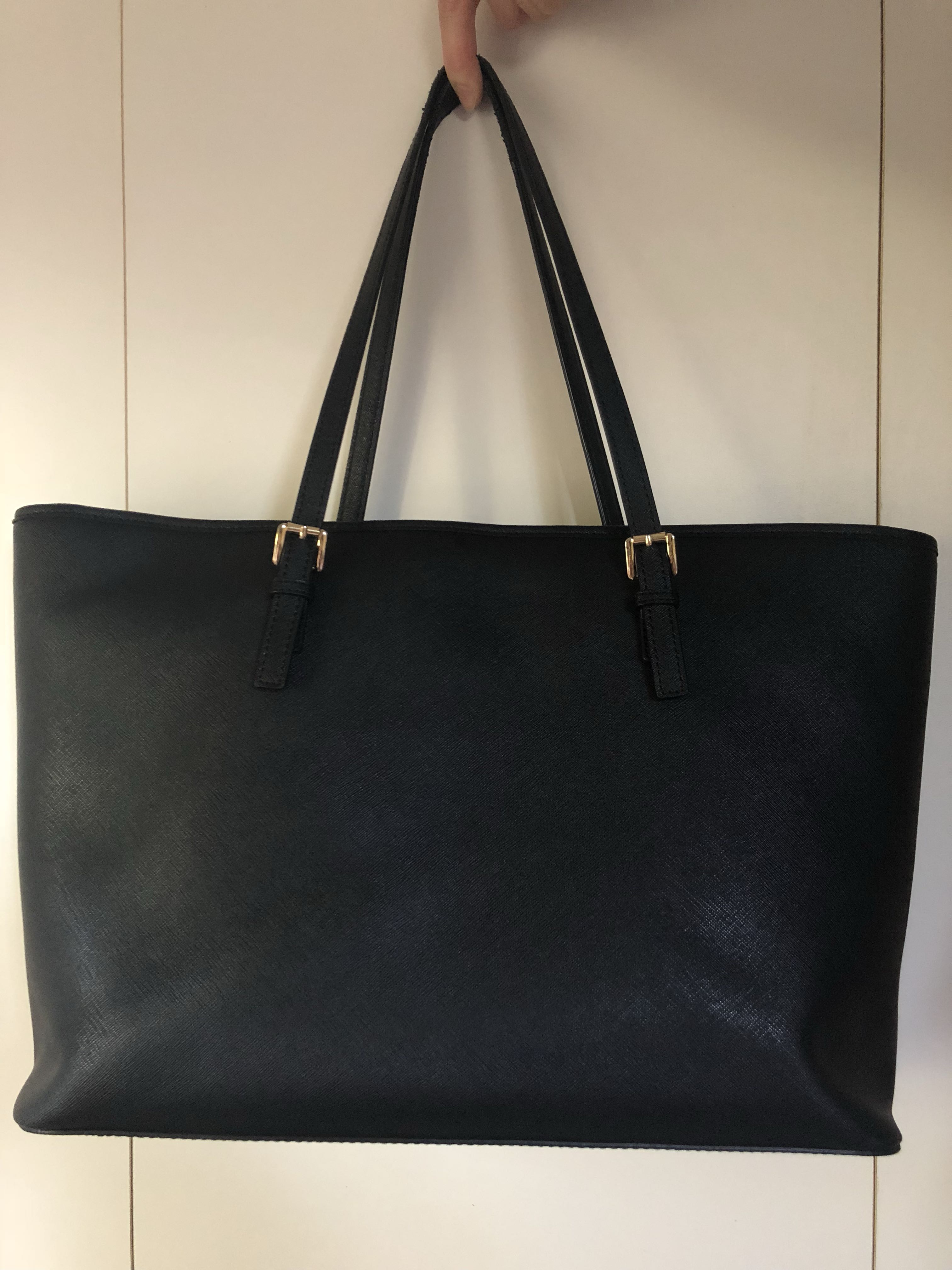 f6d5254aae4ace Michael Kors Black Jet Set Tote, Women's Fashion, Bags & Wallets on ...