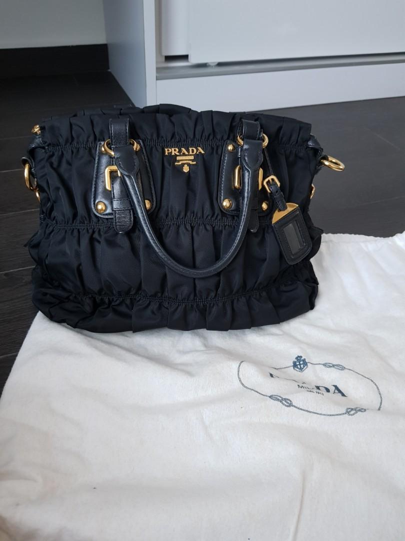 8a086bd4c6fc PRICE REDUCED  PRADA Tessuto Gaufre Shopping BN1336