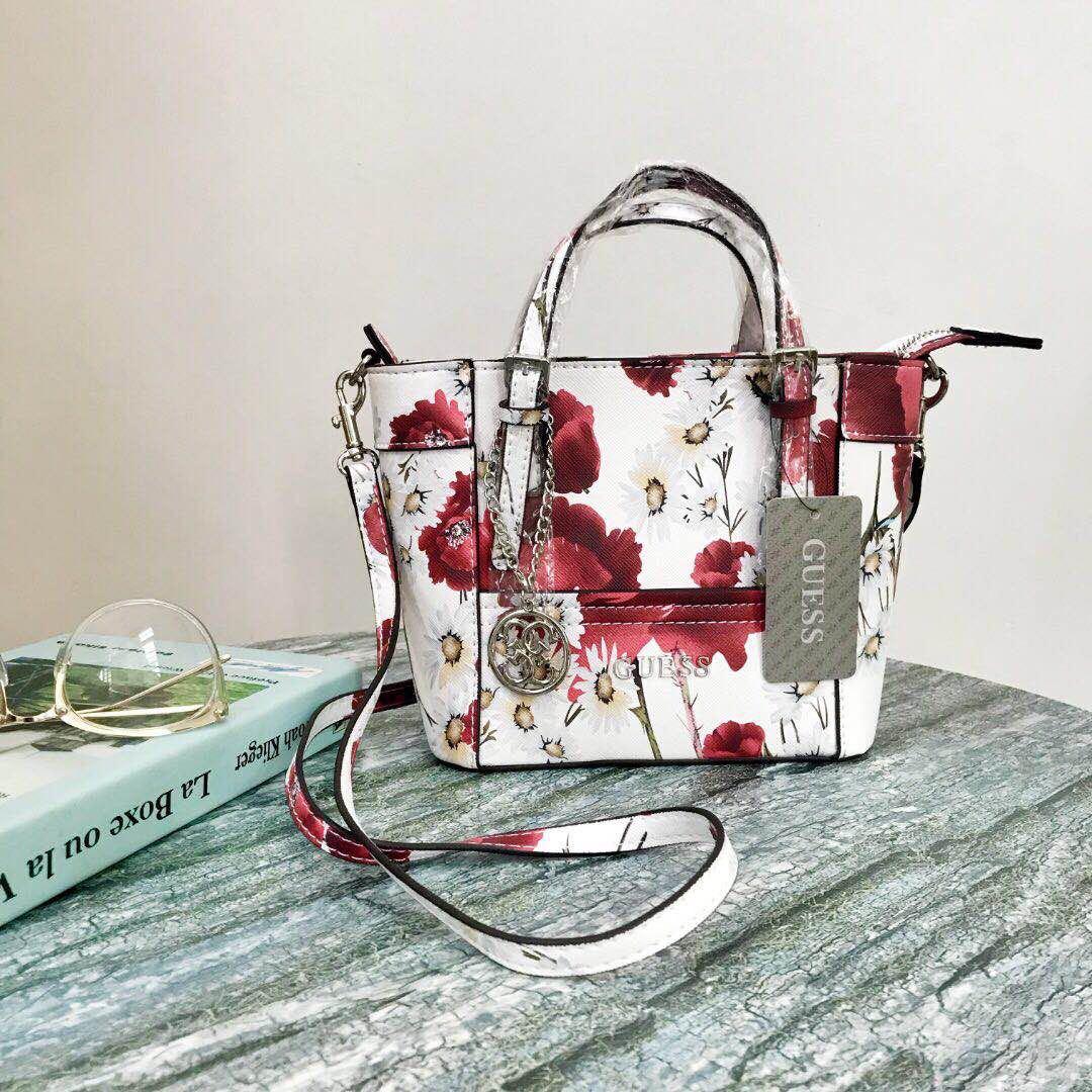 18a6d6d071ec SALE Guess Floral Bag