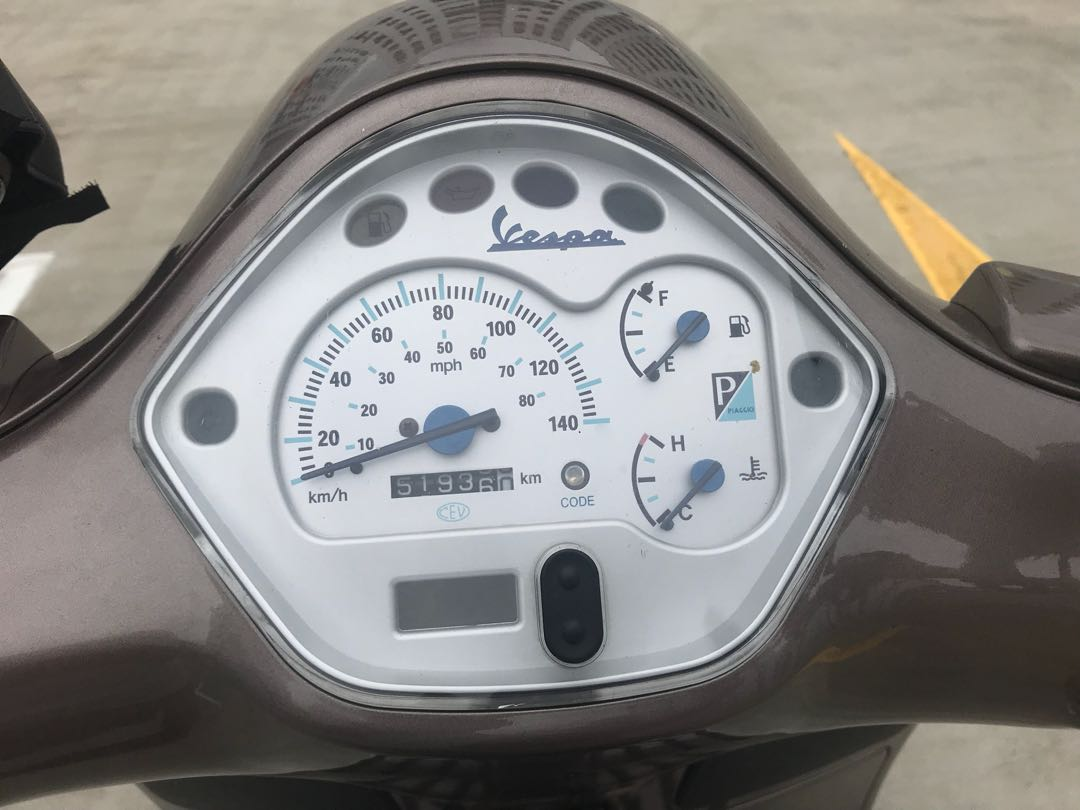 Vespa GT 200, Motorbikes, Motorbikes for Sale, Class 2B on Carousell