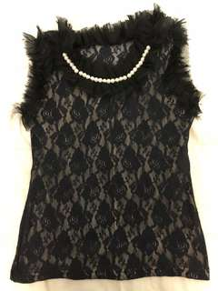 Sleeveless with sequins around the neck
