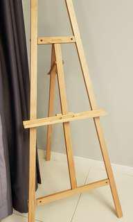 Conda Pine Wood art stand