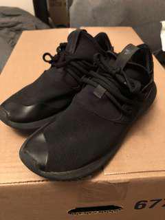 Black Adidas Tubular size 7