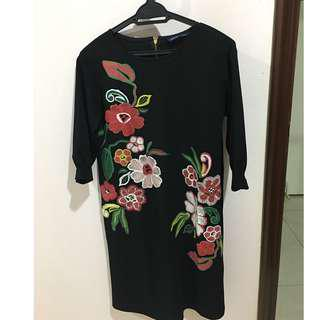 Black 1/2 sleeves tunic with flower pattern