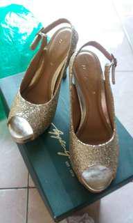 Heels gold