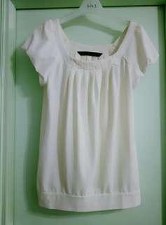 歐洲 名牌 Mastina 米白色 泡泡公主袖 鬆身上衣 返工 上班 見工 短袖 花花袖 襯裙 襯褲 易褲 圓方領 喑橫間 透氣 荷葉邊 百答款