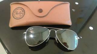 Almost brand new ray ban for kids